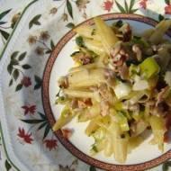 Fasolka szparagowa smażona z boczkiem, porem i nasionami słonecznika