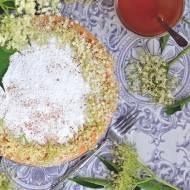 Ciasto z kwiatami czarnego bzu