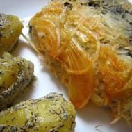 Grillowana kaszanka w kapuście i cebuli z okraszonymi ziemniakami.
