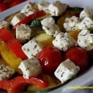 Sałatka z grillowanych warzyw z pieczoną fetą