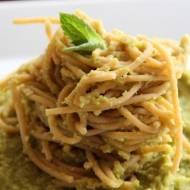Bezglutenowe spaghetti z pesto z  bobu