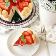 Prosty tort jogurtowy z truskawkami (bez pieczenia)