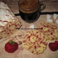 Zakręcona drożdżówka z truskawkami i rabarbarem