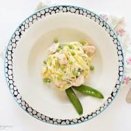 Tagliatelle z łososiem, serkiem mascarpone i zielonym groszkiem cukrowym