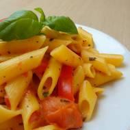 Makaron w sosie pomidorowo-paprykowym
