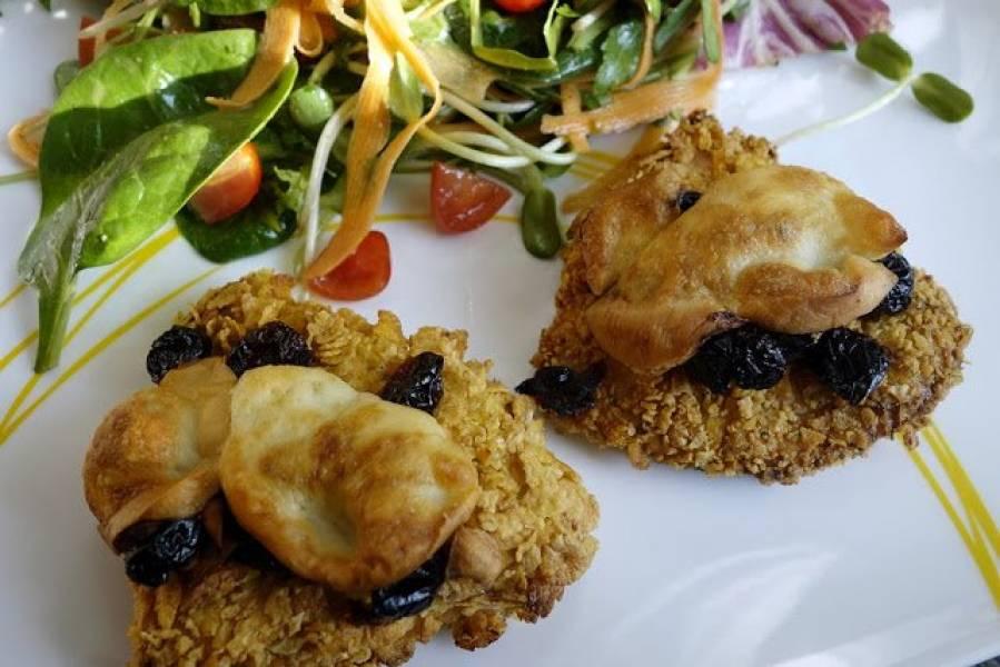 Filety z kurczaka w chrupiącej panierce z serem wędzonym i żurawiną
