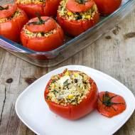 Pomidory faszerowane kaszą kuskus, cukinią i pieczarkami