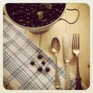 Sok z owoców bez gotowania. Tradycyjny Syrop z owoców do rozrabiania z wodą - prosty przepis. Sokoparownik i sok z czarnej porze