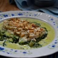 Polędwica z dorsza na szpinaku w sosie z sera pleśniowego