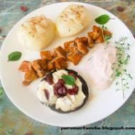 Schab z czosnkowymi ziemniakami w żurawino - wiśniowym sosie