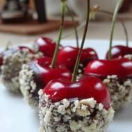 Czereśnie w czekoladzie – szybka i słodka propozycja na romantyczny wieczór