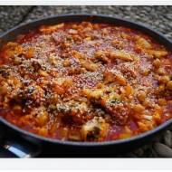 Słoneczny kalafior z ciecierzycą i pomidorami