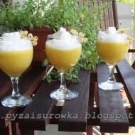 Mus ananasowo-brzoskwiniowy z bitą śmietaną - przepis