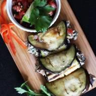 Roladki z bakłażana z salsą z pomidorów