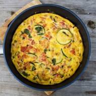 Omlet z cukinią i pomidorami