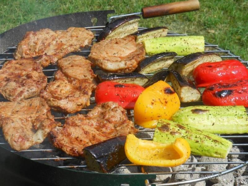 Karkówka z grilla z warzywami