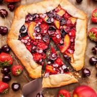 Tarta rustykalna z owocami lata
