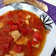 """""""Gulasz"""" pomidorowy z kurczakiem."""