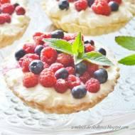 Tarteletki ze śmietaną i owocami