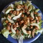 Sałatka z zielonych warzyw z tofu