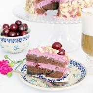 Tort przekładany kremem wiśniowym