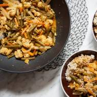Curry z warzyw letnich z krewetkami i świeżym kokosem