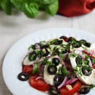 Letnia sałatka z oliwkami