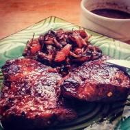 Sos do mięs z grilla z czerwonego wina i truskawek