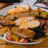Jarmużowa sałatka z kurczakiem