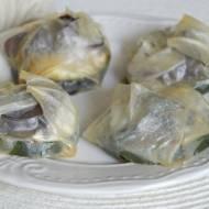 pieczone sajgonki z cukinią, grzybami mun i mozzarellą