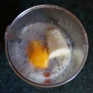Koktajl brzoskwiniowo-bananowy z migdałami