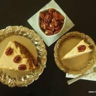 Ciasto pietruszkowe z syropem klonowym i orzechami pekan