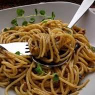 Spaghetti z borowikami w sosie śmietanowym z szafranem i oregano.