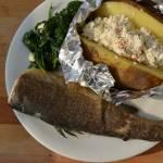 Smażony pstrąg z pieczonym ziemniakiem