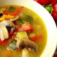 Zupa z cukinią i pieczarkami