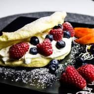 Omlet biszkoptowy z owocami