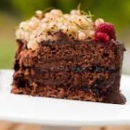 Tort czekoladowo-czekoladowy z porzeczkami