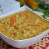 Zupa tajska curry z kurczakiem na ostro