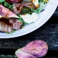 Sałatka z figami i szynką parmeńską.