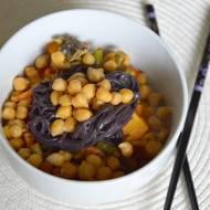 wege chińszczyzna z cieciorką i makaronem z czarnego ryżu