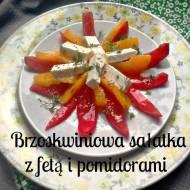 Brzoskwiniowa sałatka z fetą i pomidorami