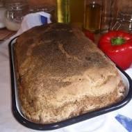 mocno pachnący chleb  na zakwasie z wędzonymi śliwkami
