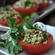 Pomidory nadziewane kuskus i sałatą