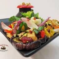 Sałatka drobiowo pistacjowa z grillowanymi warzywami