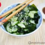 Słodko-kwaśna sałatka z glonów wakame i ogórka