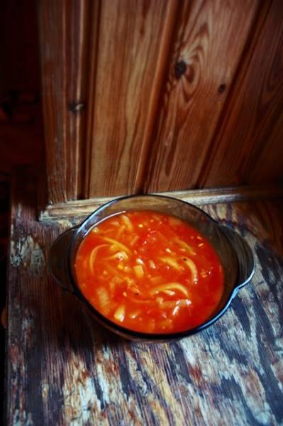 Zupa/leczo pomidorowe z makaronem z cukinii (porcja - ok. 195 kcal)
