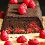Bezglutenowe czekoladowe ciasto z kaszy gryczanej z malinami