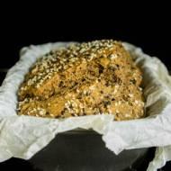 Pełnoziarnisty chleb z sezamem - bez drożdży, jajek, nabiału.