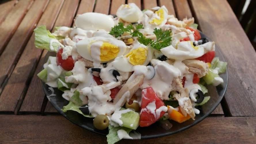 Przepis na Sałatka na talerzu pomysł na obiad  Swojskie   -> Kuchnia Lidla Pomysl Na Obiad