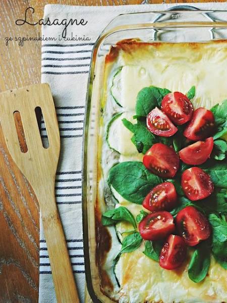 Naleśnikowa lasagne ze szpinakiem i cukinią